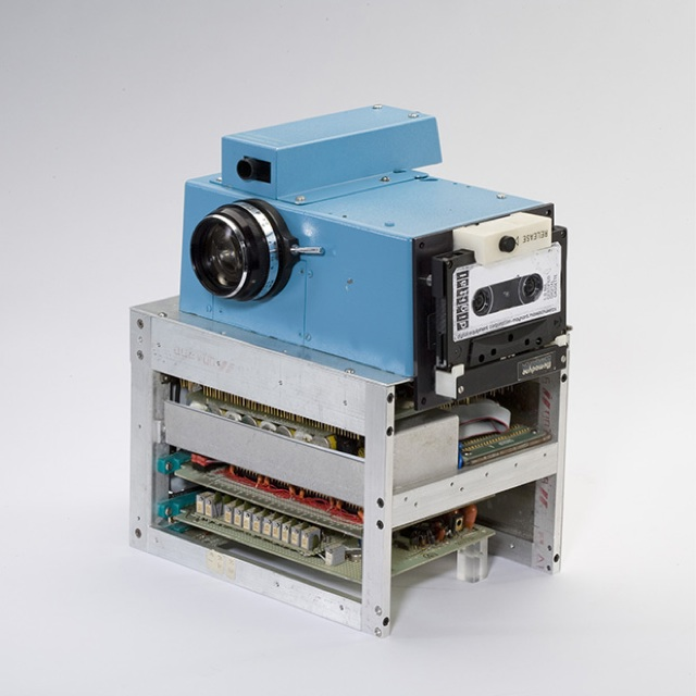 First Digital Camera Recorded Onto Cassettes (+ What first Apple, digital printers, and Photoshop). (1/6)